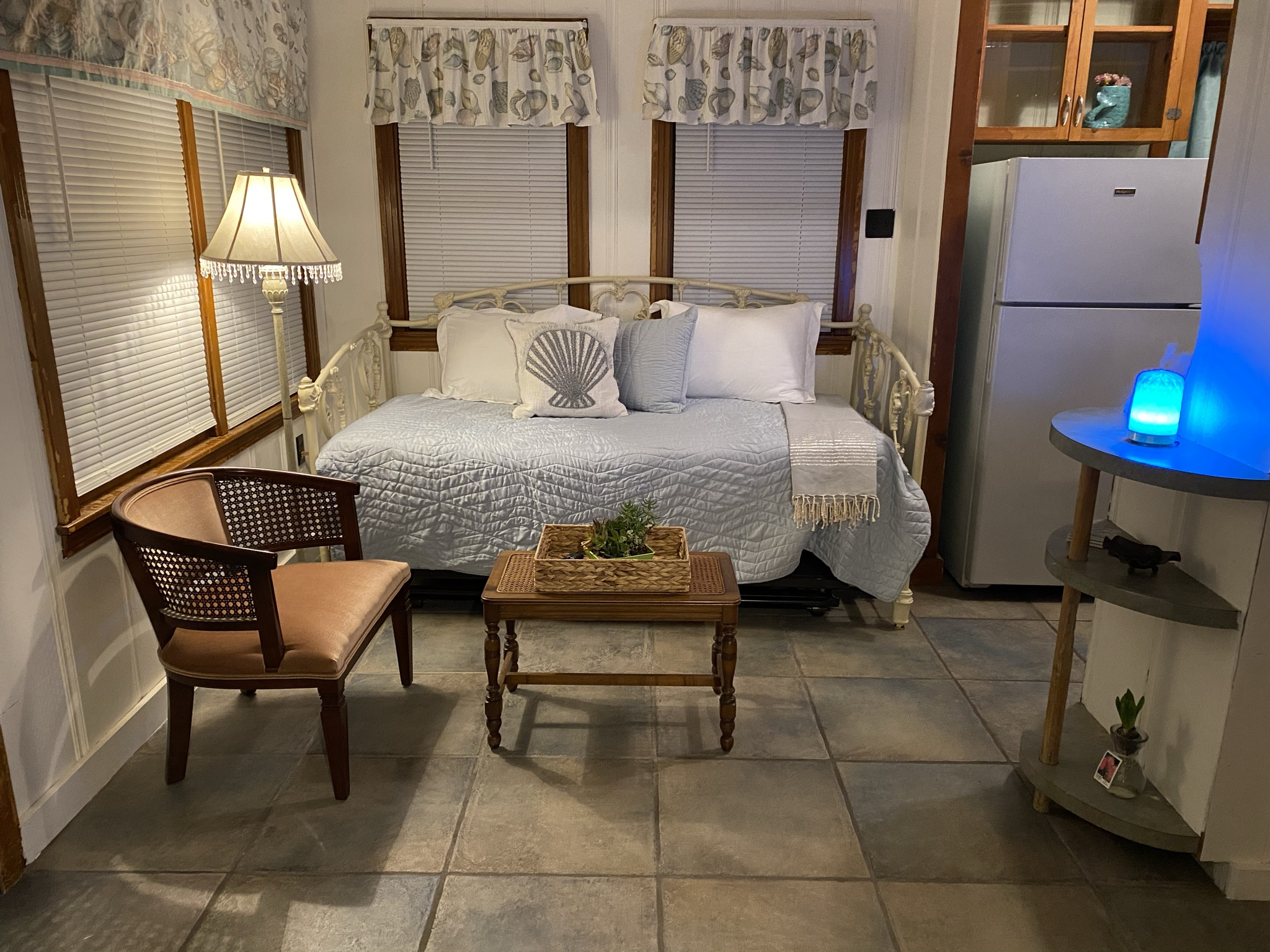 Sitting area with day bed and trundle bed
